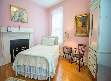 The Dailey Renewal Retreat Bed and Breakfast in Greensboro